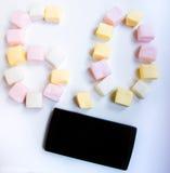 Cellulare e caramella gommosa e molle neri 6 Fotografie Stock