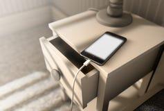 Cellulare illuminato accanto al letto Fotografie Stock
