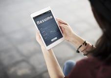 Cellulare Job Online Application Concept del collegamento della donna Fotografia Stock