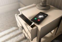 Cellulare in modo allarmante accanto al letto Fotografia Stock