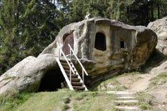 Cellule de Daniel Sihastrul de saint, Roumanie Images libres de droits