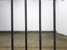 Cellule de prison vide froide image stock