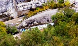 Cellule monastique dans le monastère d'hypothèse des cavernes Images stock
