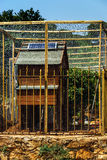 A cellule solari sul tetto della casa di pollo Fotografia Stock Libera da Diritti