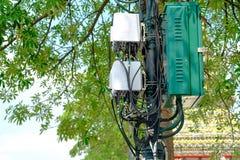 Cellules d'antenne de tour de télécommunication pour le mobile Photo libre de droits