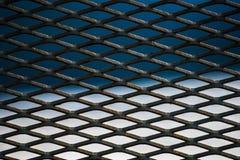 Cellules d'un trellis rouillé en métal image libre de droits