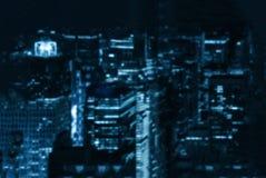 Celowo zamazany tło nocy miasta błękitny stonowany Fotografia Royalty Free