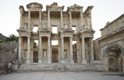 Celsus图书馆在以弗所。 库存照片