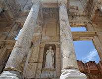 Celsus图书馆废墟在以弗所 免版税图库摄影