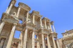Celsus-Bibliothek in der antiken Stadt Ephesus in Izmir, die Türkei lizenzfreie stockbilder