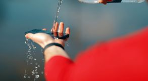 Celtelefoon en waterplons royalty-vrije stock foto