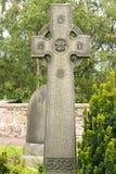 Celtic kors i kyrkogård Fotografering för Bildbyråer