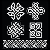 Celtyccy irlandczyków wzory, warkocze na czerni i ilustracji