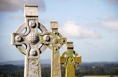 Celtyccy krzyże przy skałą Cashel, Irlandia obraz royalty free