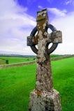 Celtycki krzyż z niebieskim niebem fotografia stock