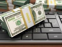 cem contas de dólar no teclado de computador moderno branco Imagem de Stock Royalty Free