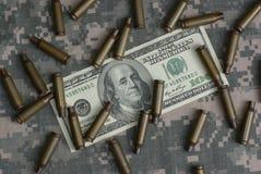 Cem dólares e escudos Fotografia de Stock