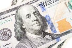 Cem dólares fecham-se acima com um retrato, foco seletivo Imagens de Stock
