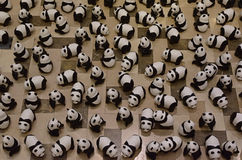 Cem das pandas na exposição para aumentar a conscientização Imagem de Stock Royalty Free