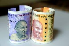 Cem e dois cem rupias de moeda do indiano fotografia de stock royalty free