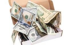 Cem notas de dólar em uma caixa atual grande Isolado Fotografia de Stock