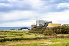 Cemaes Anglesey, Wales - April 23 2018: Den nya kärnkraftverket får klar för produktion arkivfoton