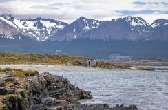Cembruje dom w wyspy i gór widoku w Beagle kanale - Ushuaia, Tierra Del Fuego, Argentyna Obrazy Stock