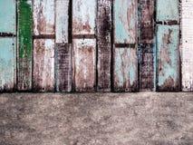 Cement och målad wood vägg arkivbild