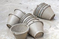 Cement plastic emmer Royalty-vrije Stock Afbeeldingen