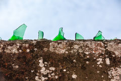 Cement wall covered with broken glass Royalty Free Stock Photography