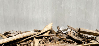 Cement wall and scraps of wood foreground Royalty Free Stock Images