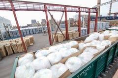 Cement zdojest z rzędu blisko fabryki Zdjęcie Stock