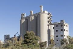 Cemente la fábrica en Puerto de Sagunto, Valencia, España Foto de archivo libre de regalías