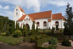 Cementerio con la iglesia Foto de archivo libre de regalías