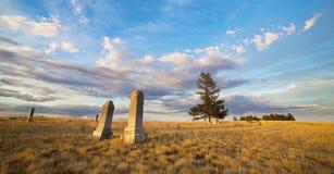 Cementerio con las piedras sepulcrales Imagen de archivo libre de regalías