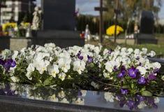 Cementerio, dans de todos los santos, todo el día del ` de las almas foto de archivo libre de regalías