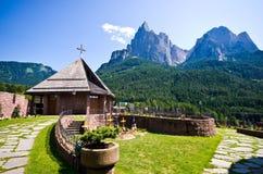 Cementerio de Alpe di Siusi Imagen de archivo libre de regalías