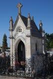 Cementerio debajo del cielo azul Fotografía de archivo