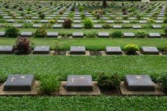 Cementerio en Kanchanaburi, Tailandia Imagenes de archivo