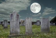 Cementerio en la Luna Llena Imágenes de archivo libres de regalías
