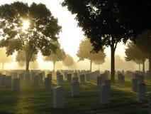 Cementerio en la niebla Fotos de archivo