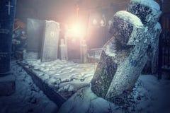 Cementerio en la noche Fotos de archivo libres de regalías