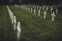 Cementerio en los Cárpatos ucranianos imagenes de archivo