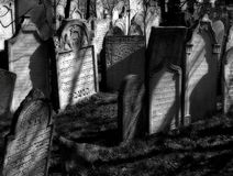 Cementerio judío viejo en la ciudad Mikulov Imágenes de archivo libres de regalías