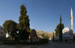 Cementerio, Karadjoz Bey Mosque, Mostar, Bosnia y Herzegovina, Europa, Islam, religión, lugar de culto imagen de archivo