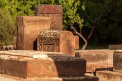 Cementerio medieval situado en Armenia imagenes de archivo