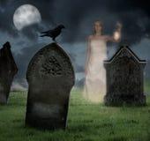 Cementerio que frecuenta de la mujer Fotos de archivo libres de regalías