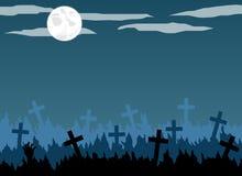 Cementerio viejo con las cruces en el claro de luna Fotos de archivo libres de regalías