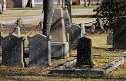 Cementerio viejo con los sepulcros muy viejos Imagenes de archivo