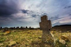 Cementerio viejo en la oscuridad Fotos de archivo libres de regalías